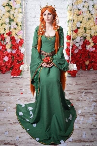 Рыжие волосы зеленое платье